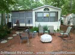 Used 1988  Mallard Coach Mallard 2BR by Mallard Coach from Driftwood RV Center in Clermont, NJ