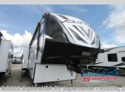New 2017  Dutchmen Voltage V3975 by Dutchmen from ExploreUSA RV Supercenter - KYLE, TX in Kyle, TX