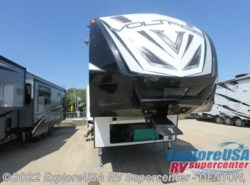 New 2017  Dutchmen Voltage V3995 by Dutchmen from ExploreUSA RV Supercenter - DENTON, TX in Denton, TX