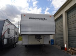 Used 2003  Forest River Wildwood 27RLSS by Forest River from Delmarva RV Center in Milford, DE