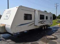 Used 2006  R-Vision Trail-Lite 30QBSS by R-Vision from Delmarva RV Center in Milford, DE
