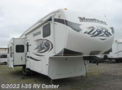 Used 2009  Keystone Montana 3400RL by Keystone from I-35 RV Center in Denton, TX