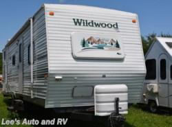 Used 2001  Forest River Wildwood 30BHS by Forest River from Lee's Auto and RV Ranch in Ellington, CT