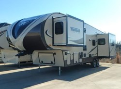 Used 2015  Winnebago  WINN-LITE FIVE 30FWRES by Winnebago from McClain's RV Fort Worth in Fort Worth, TX