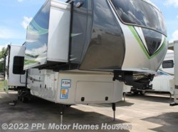 Used 2015  CrossRoads Elevation LAS VEGAS by CrossRoads from PPL Motor Homes in Houston, TX