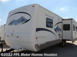 Used 2005  Keystone Montana Mountaineer 315RLS by Keystone from PPL Motor Homes in Houston, TX