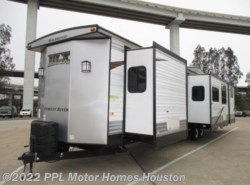Used 2016 Forest River Wildwood Dlx 426-2B available in Houston, Texas