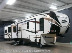 New 2017  Heartland RV Bighorn Traveler 39MB by Heartland RV from TerryTown RV Superstore in Grand Rapids, MI