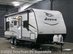 New 2017  Jayco Jay Flight SLX 212QBW by Jayco from TerryTown RV Superstore in Grand Rapids, MI