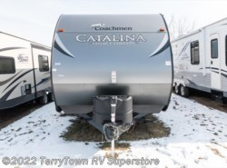Used 2017  Coachmen Catalina Legacy Edition 343QBDS by Coachmen from TerryTown RV Superstore in Grand Rapids, MI