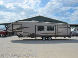 Used 2014  Shasta Phoenix 35BH by Shasta from NRS RV World in Decatur, TX