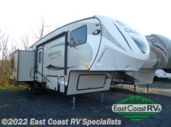 Used 2015  Coachmen Chaparral Lite 29MKS by Coachmen from East Coast RV Specialists in Bedford, PA