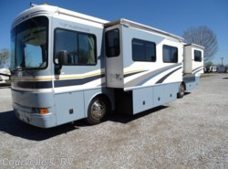 Used 2005  Fleetwood Bounder 38N by Fleetwood from Courvelle's RV in Opelousas, LA