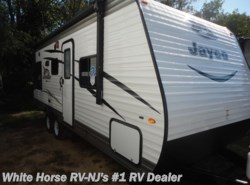 New 2017  Jayco Jay Flight 212QBW SLX Front Queen w/Rear Dinette & Sofa by Jayco from White Horse RV Center in Williamstown, NJ