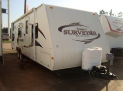 Used 2010  Forest River Surveyor SP-280 by Forest River from Camperland Trailer Sales in Conroe, TX