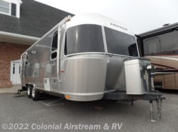 Used 2009  Airstream Flying Cloud 25FB Queen by Airstream from Colonial Airstream & RV in Lakewood, NJ