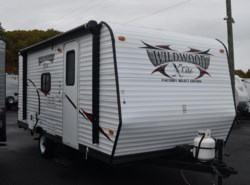 Used 2013  Forest River Wildwood 181BHXL by Forest River from Diamond RV Centre, Inc. in West Hatfield, MA