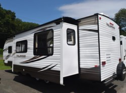 Used 2017  Forest River Wildwood 27RKSS by Forest River from Diamond RV Centre, Inc. in West Hatfield, MA