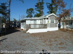 Used 2010  Canterbury Park Models  DL-405RD by Canterbury Park Models from Driftwood RV Center in Clermont, NJ