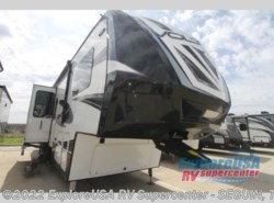 Used 2017  Dutchmen Voltage V3805 by Dutchmen from ExploreUSA RV Supercenter - SEGUIN, TX in Seguin, TX