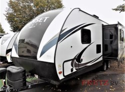New 2018  CrossRoads Sunset Trail Super Lite SS222RB by CrossRoads from Fretz  RV in Souderton, PA