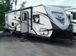 Used 2015  Gulf Stream StreamLite Ultra Lite 28 BBS by Gulf Stream from Fuller Motorhome Rentals in Boylston, MA
