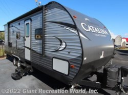 Used 2017  Forest River  Catalina 243RBS by Forest River from Giant Recreation World, Inc. in Winter Garden, FL