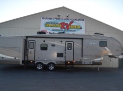 Used 2016  Shasta Phoenix 35BH by Shasta from Delmarva RV Center in Milford, DE