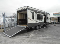 Used 2017  Palomino Puma 27 SBU by Palomino from HW Motor Homes, Inc. in Canton, MI