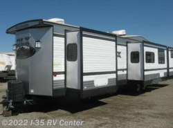 Used 2016  Forest River Wildwood 426-2B
