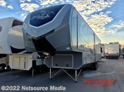 Used 2015  Highland Ridge  3X 378RLS by Highland Ridge from Nielson RV in Hurricane, UT