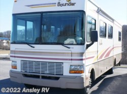Used 2002  Fleetwood Bounder 32H by Fleetwood from Ansley RV in Duncansville, PA