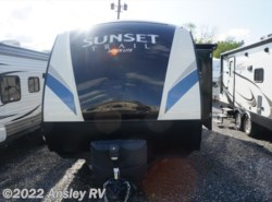 Used 2017  CrossRoads Sunset Trail Super Lite SS254RB by CrossRoads from Ansley RV in Duncansville, PA