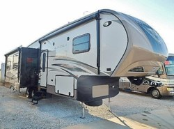 Used 2014  CrossRoads Cruiser 315RL by CrossRoads from McClain's Longhorn RV in Sanger, TX