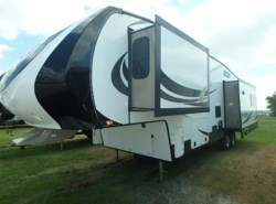 Used 2015  Heartland RV Sundance 327 by Heartland RV from McClain's Longhorn RV in Sanger, TX