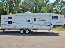 Used 2004  Gulf Stream Yellowstone  CANYON TRAIL 30FBRG by Gulf Stream from Midway RV Center in Grand Rapids, MI