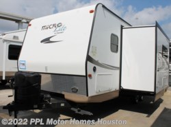 Used 2015  Forest River Flagstaff Micro Lite 25BHS