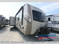 New 2019  Forest River Rockwood Signature Ultra Lite 8332BS by Forest River from ExploreUSA RV Supercenter - SAN ANTONIO, TX in San Antonio, TX