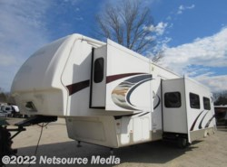 Used 2009  Keystone  Mounaineer 345 Bunk by Keystone from Karolina Koaches in Piedmont, SC