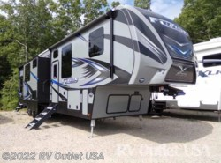 Used 2017  Keystone Fuzion 4141 X-Edition by Keystone from RV Outlet USA in Ringgold, VA