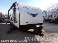 Used 2017  Keystone Outback 250URS by Keystone from RV Outlet USA in Ringgold, VA
