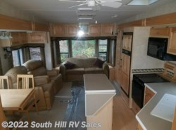 Used 2005  Carri-Lite  32RL3 by Carri-Lite from South Hill RV Sales in Puyallup, WA