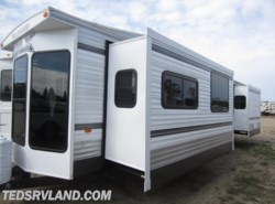 Used 2015  Forest River Wildwood 353FLFB by Forest River from Ted's RV Land in Paynesville, MN