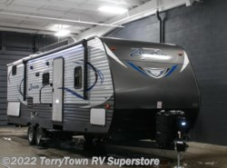 New 2017  CrossRoads Zinger ZT27BK by CrossRoads from TerryTown RV Superstore in Grand Rapids, MI