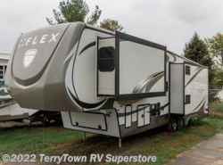 Used 2014  Augusta Flex 34RS by Augusta from TerryTown RV Superstore in Grand Rapids, MI