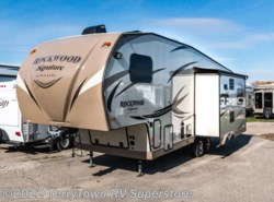 Used 2016  Forest River Rockwood Signature Ultra Lite 8289WS by Forest River from TerryTown RV Superstore in Grand Rapids, MI