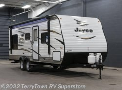 New 2018  Jayco Jay Flight SLX 212QB by Jayco from TerryTown RV Superstore in Grand Rapids, MI