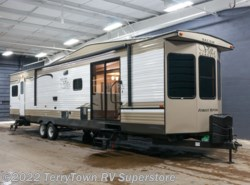 New 2018 Forest River Salem Villa Classic 39FDEN available in Grand Rapids, Michigan