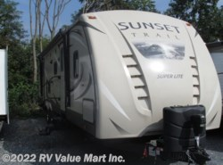 Used 2017  CrossRoads Sunset Trail Super Lite ST330BH by CrossRoads from RV Value Mart Inc. in Lititz, PA