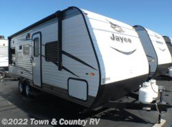 New 2017  Jayco Jay Flight SLX 212QBW by Jayco from Town & Country RV in Clyde, OH